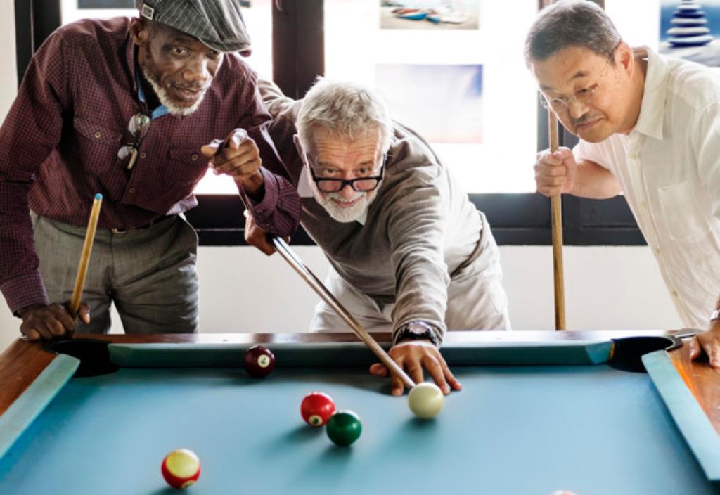 personas-mayores-billar